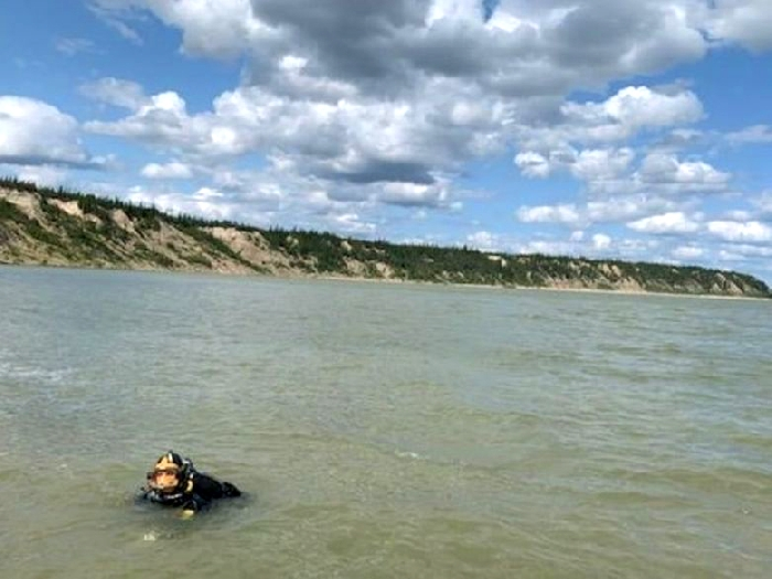 RCMP divers search the Nelson River in northern Manitoba