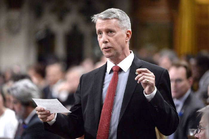Retired General Andrew Leslie, who has served as Liberal Whip and parliamentary secretary in the current Liberal government, announced Wednesday he will not run again and has agreed to testify for Mark Norman against the government.