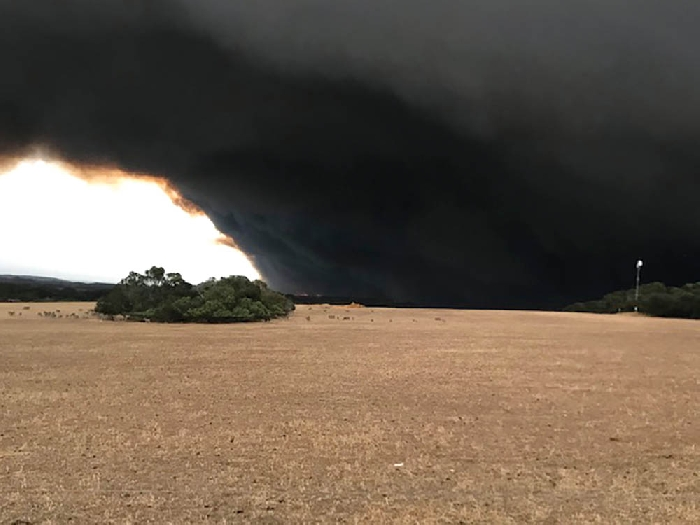 This was the scene last week from the Kangaroo Island farm home of former Moosominite Lois Kangas-Wilson as bush fires burned on a neighboring property. Lois and her family live on a farm where they and her husband's family run a 3,000-sheep operation.